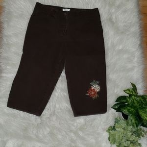 Christopher Banks   4 Streach embroidered capris